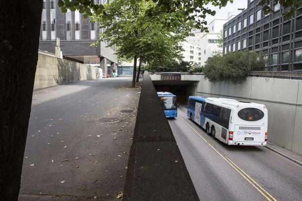 Kymmenet bussilinjat pääkaupunkiseudulla jäävät torstaina ajamatta kuljettajien mielenilmauksen vuoksi.
