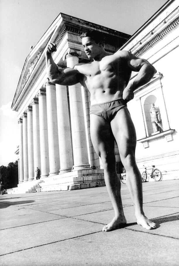 Nuori Arnold Schwarzenegger oli kiinnostunut kehonrakennuksesta. Tässä mies Saksassa vuonna 1967.