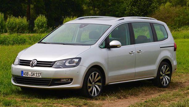 VW Sharan on monikäyttöinen aito tila-auto. Mukava ajaa, mukava matkustaa. Hinnat uudistuneelle autolle saadaan alkusyksystä.