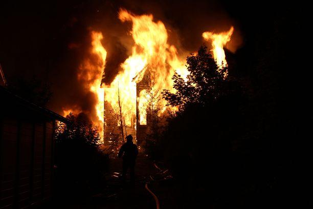 Tulipalossa tuhoutunut omakotitalo oli poliisitutkinnan mukaan asumaton. Kuvituskuva.