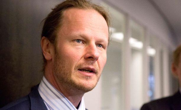 Kansanedustaja Juho Eerola on yksi maahanmuuttopolitiikan tiukennuksia sote-uudistuksen ehtona vaativista kansanedustajista.