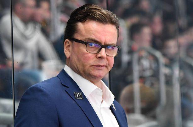 Pekka Tirkkonen sai lähteä Wolfsburgin peräsimestä.