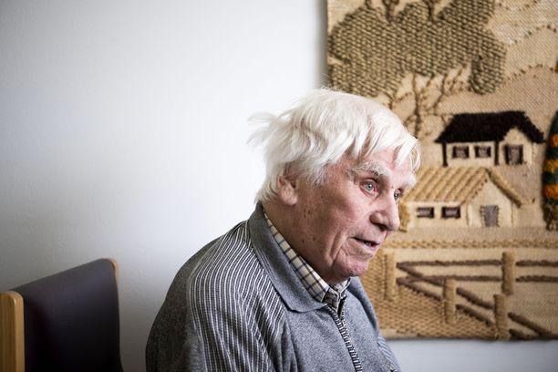 """Nils """"Nisse"""" Strömberg oli ammatiltaan hevoskengittäjä. Hän kengitti ison osan toisessa maailmansodassa mukana olleista hevosista."""