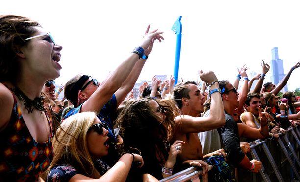 Fanit innoissaan Lollapalooza-festivaaleilla.