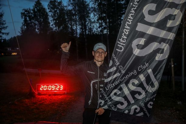 Jari Soikkeli voitti ensimmäistä kertaa järjestetyn Nuuksio Backyard Ultra -kilpailun. Kisa päättyi 26 tunnin jälkeen lauantai-iltana kello 20.