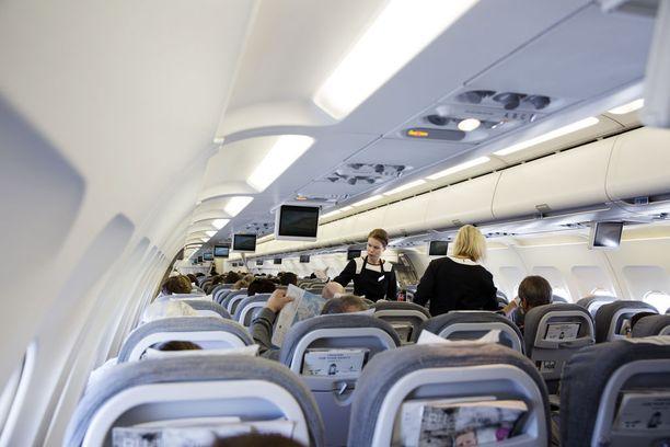 Lentohenkilökunta pyysi poliisia kentälle vastaan koneen ollessa vielä matkalla Vaasaan. Kuvituskuva.