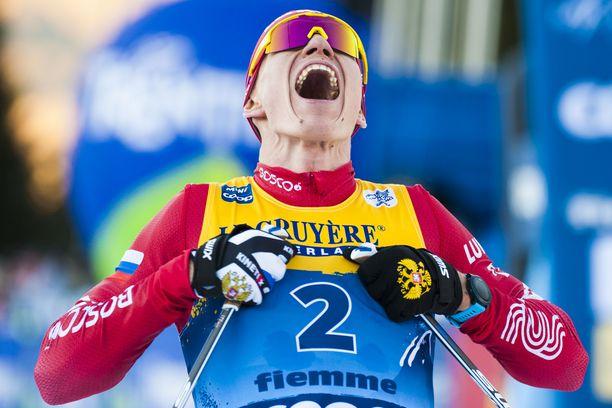 Normaalisti hillitty Aleksandr Bolshunov riehaantui Tour de Skin voiton jälkeen.