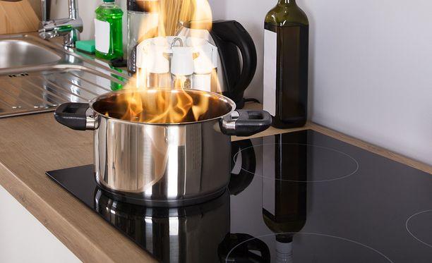 Älä jätä ruokaa liedelle ilman valvontaa. Keittiö on yleisin tulipalon syttymispaikka.