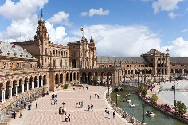 Sevillan komea aukio ei ollut tarpeeksi suuri, joten Kloonien hyökkäyksessä sitä kasvatettiin vielä digitaalisesti.
