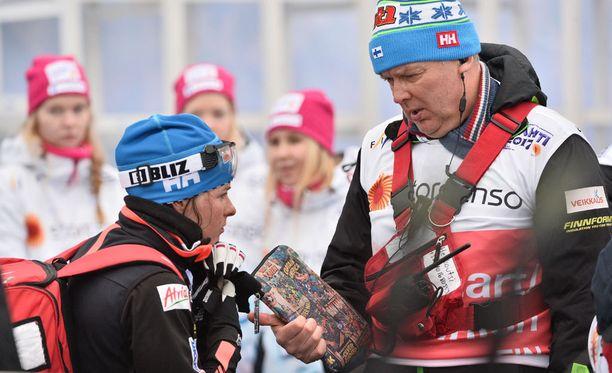 Myös päävalmentaja Reijo Jylhä kertasi kisapettymystä maalialueella Pärmäkosken kanssa.