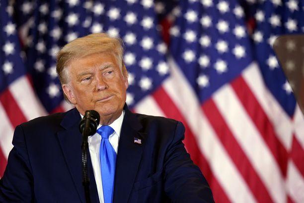 Donald Trump julistautui vaalien voittajaksi ja viljeli epäluottamusta vaaleihin.