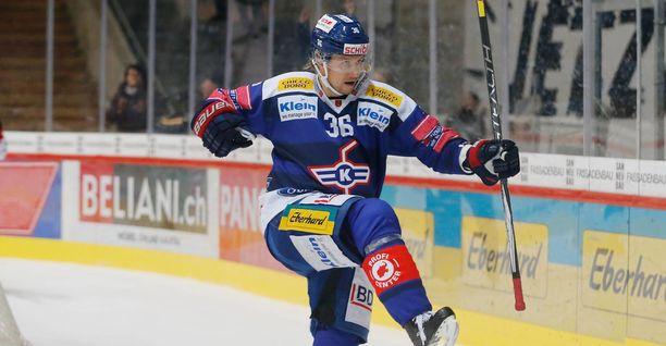Jussi Jokinen puttasi tiistaina voittomaalin EVZ Academyn verkkoon viimeisellä minuutilla.