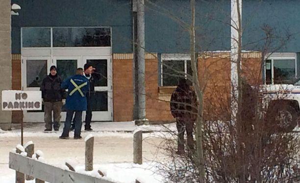 Nuori mies ampui kuoliaaksi neljä henkilöä perjantaina Kanadassa. Kaksi surmista tapahtui La Loche Community -koululla.