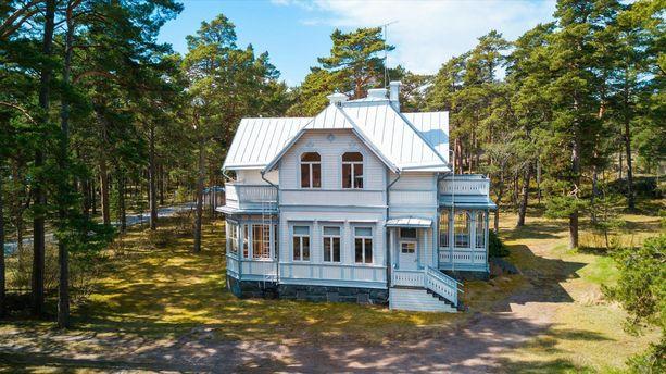 Villa Henrika on rakennettu vuonna 1897. Ensimmäinen omistaja ja rakennuttaja oli saksalainen.