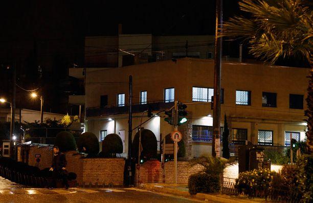 Israelin lähetystöä tulitettiin tuntemattomasta syysä aamuyöllä.