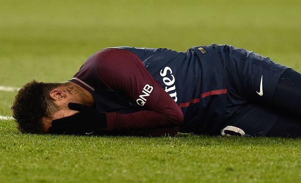 Neymar on sivussa 2,5-3 kuukautta jalkapöydän murtuman vuoksi.