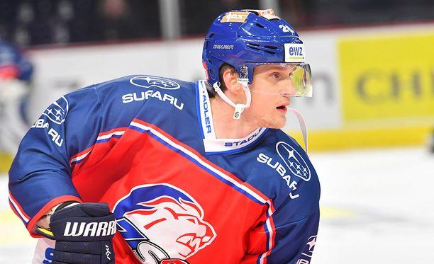 Lauri Korpikoski pelaa tällä hetkellä Zürichissä Sveitsin pääsarjassa.