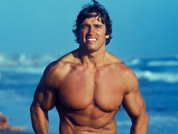 Arnold Schwarzenegger juoksulenkillä legendaarisella Venice Beachillä vuonna 1976.