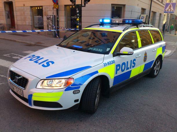 Irakin suurlähetystön edessä Tukholmassa on poliisitehtävä. Kuvituskuva.