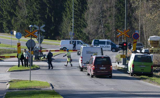 Yksi henkilö kuoli liikenneonnettomuudessa maanantaiaamuna.