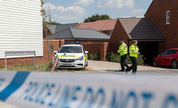 Poliisi eristi Amesburyssa talon, josta Charlie Rowley ja Dawn Sturgess löydettiin.
