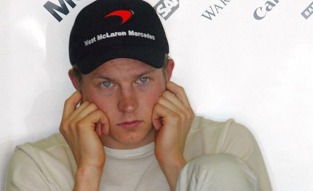 Kimi Räikkönen kaasutteli McLarenilla vuonna 2003.