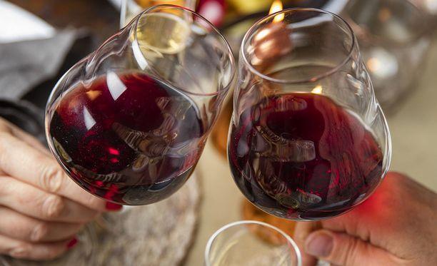 MIND-dieetin noudattaja saa nauttia joka päivä vähän viiniä.