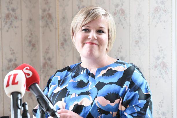 Annika Saarikko palasi torstaina ministeriksi. Viime viikolla hän ilmoittautui keskustan puheenjohtajakisaan.