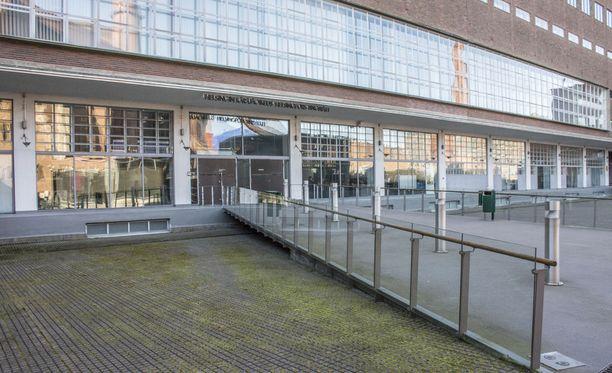 Helsingin käräjäoikeus hylkäsi asianajajaa vastaan nostetut syytteet salakatselusta ja -kuuntelusta näytön puutteen vuoksi.