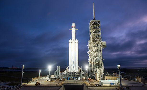 Falcon Heavy laukaistaan tiistaina klo 20.30 Suomen aikaa. Jos laukaisua joudutaan siirtämään, uusi yritys tehdään keskiviikkona.