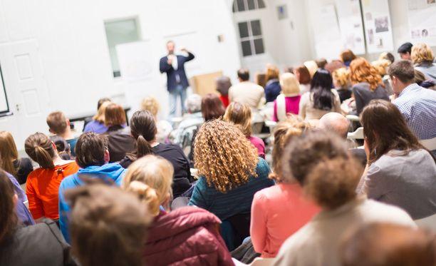 Ehdotus korkeakoulujen lukukausimaksujen käyttöönotosta torjuttiin. Kuvituskuva.