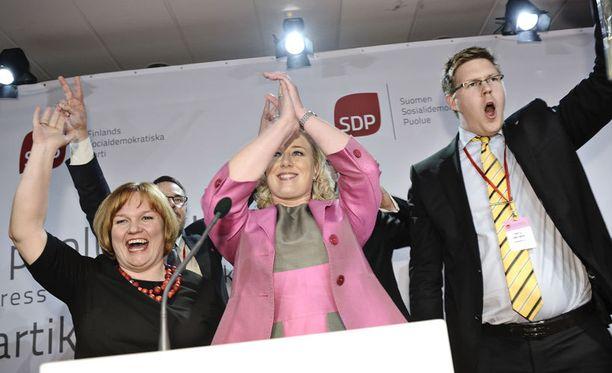 SDP:n tuore johto riemuitsi puoluekokouksessa viime viikolla.