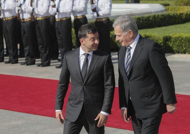 Ukrainan presidentti Volodymir Zelenskyi ja Suomen-kollega Sauli Niinistö tapaavat Kiovassa.