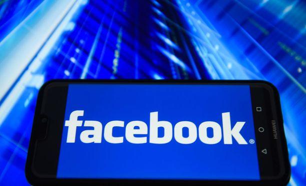 Facebookin toimivuudessa on ilmennyt pahoja ongelmia myöhään maanantai-iltana Suomen aikaa.