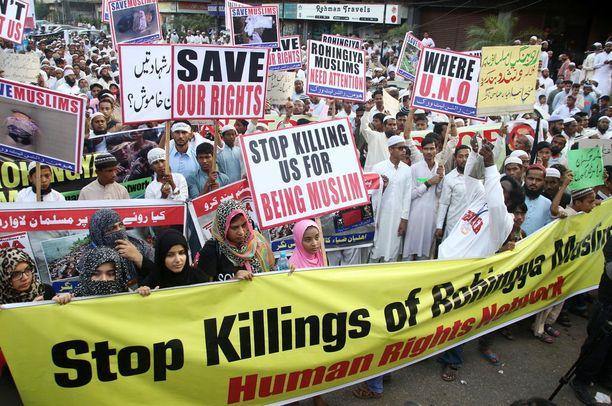 Pakistanissa osoitettiin mieltä rohingyoihin kohdistuvaa väkivaltaa vastaan joukuun alussa.