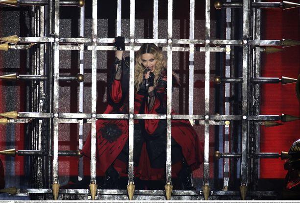 Madonna esiintyy torstaina Kölnissä toisen kerran ja siirtyy sitten kiertueineen Prahaan.