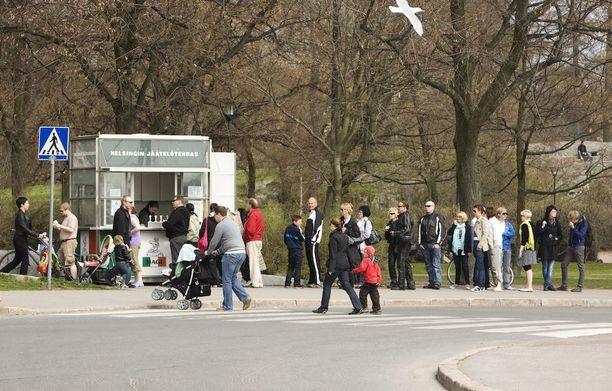 Lämpötilat nousevat ensi viikon aikana koko Suomessa. Silloin menee myös jäätelö kaupaksi.