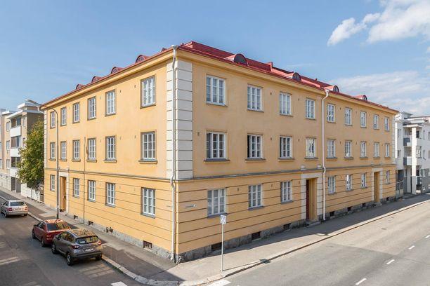Kuopion kulmahuoneisto sijaitsee toisessa kerroksessa rakennuksessa, joka on valmistunut vuonna 1923.