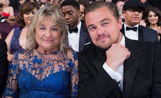 Leonardo DiCaprio äitinsä Irmelinin kanssa Oscar-gaalassa sunnuntaina.