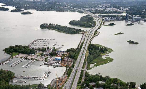 Espoon Keilaniemessä sijaitsee useita toimistotaloja. Ilmakuva arkistosta.