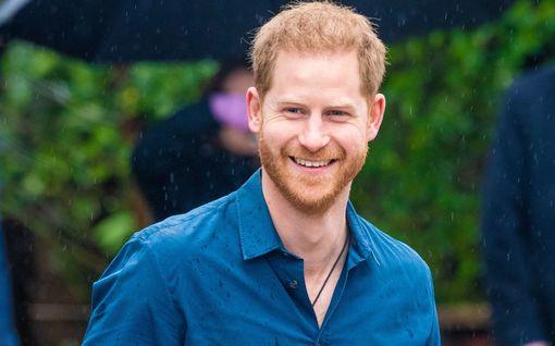 Prinssi Harry hämmensi televisiossa: kiroili ja pyysi päästä tuntemattoman luo vessaan
