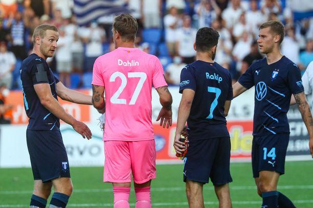 Malmön pelaajat onnittelivat toisiaan päätösvihellyksen jälkeen.