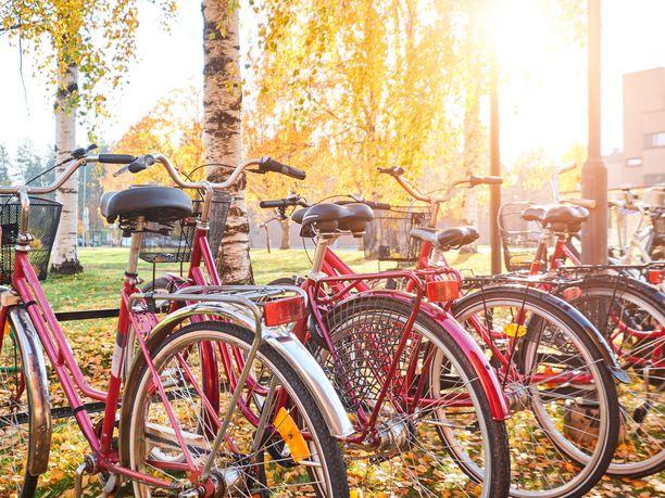 Tänä syksynä uusi asia lainsäädännössä on se, että pyörässä tulisi käyttää valoa myös takana. Kuvituskuva.