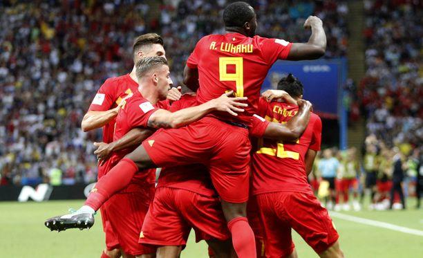 Belgia meni Fernandinhon omalla maalilla johtoon.