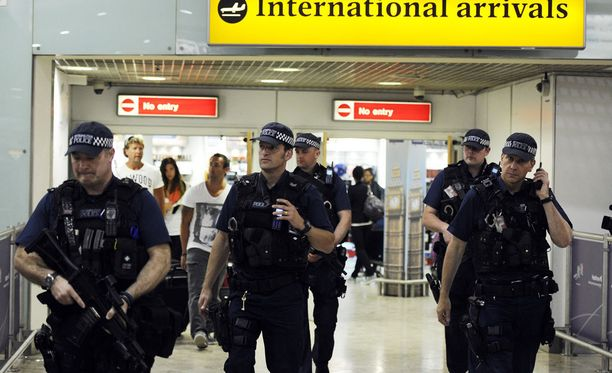Poliisi pidätti 38-vuotiaan miehen Heathrow'n lentokentällä epäiltynä yhteyksistä Manchesterin terrori-iskuun.