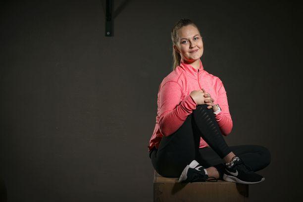 –Synnytyksen jälkeen syvien lihasten kuntouttaminen on äärimmäisen tärkeää, sanoo  fysioterapeutti Annakaisa Hinkkanen.