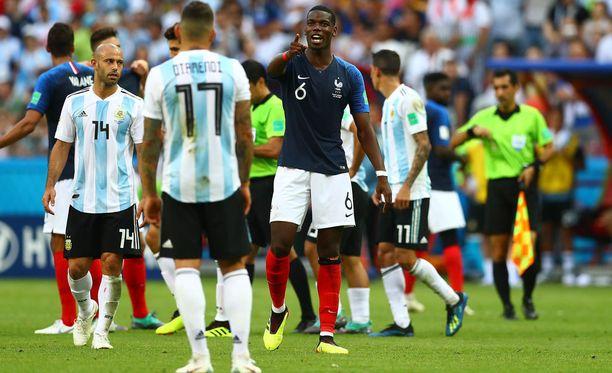 Ranskan Paul Pogba joutui Nicolas Otamendin sikailun kohteeksi.