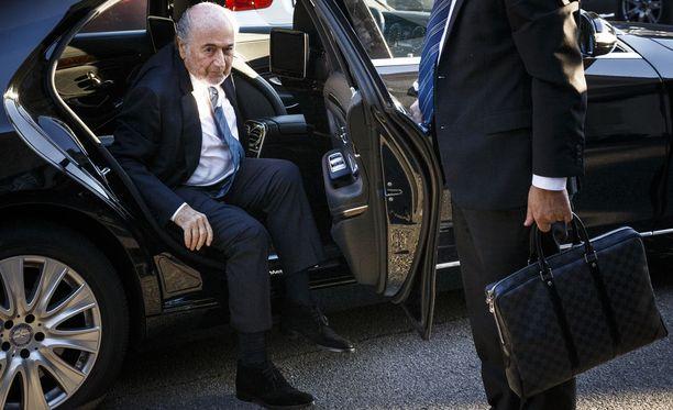 Fifan entinen puheenjohtaja, korruption takia järjestöstä pois potkittu Sepp Blatter saapui tiistai-iltana Moskovaan. Arkistokuva.