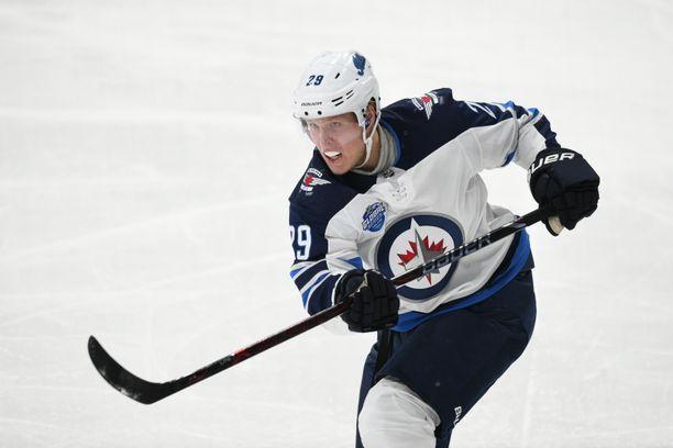 Patrik Laine yrittää saada maalittoman putkensa katki Flyersia vastaan.