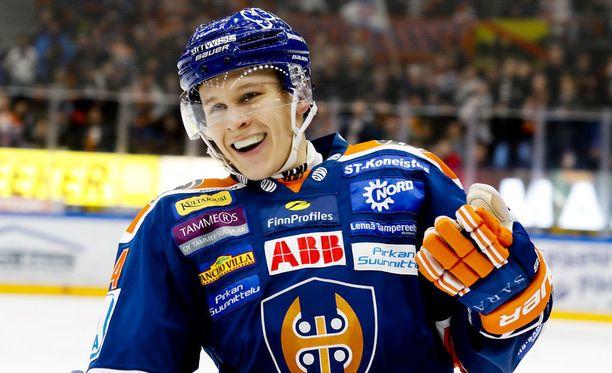Jan-Mikael Järvinen laukoi Tapparalle hattutempun perjantaina. Ne olivat miehen kauden ensimmäiset maalit.